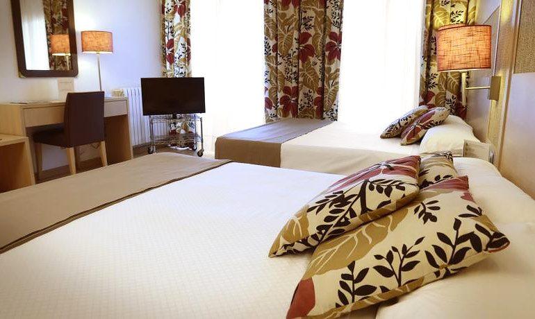 Augusta Club hotel triple room view