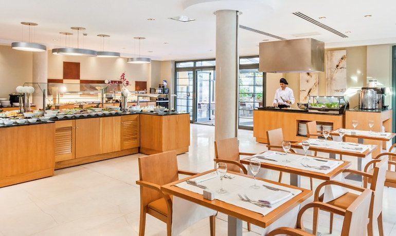 Occidental Estepona Thalasso & Spa buffet restaurant