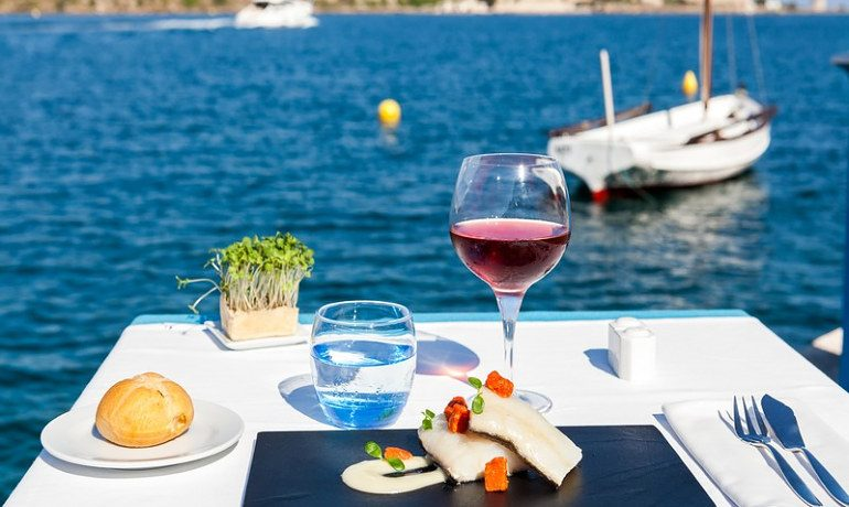 Barceló Hamilton Menorca restaurant terrace with sea view
