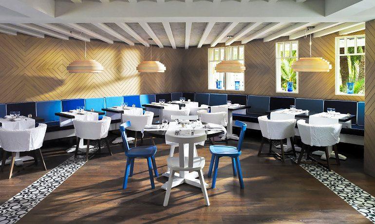 H10 Big Sur blue bay restaurant tables