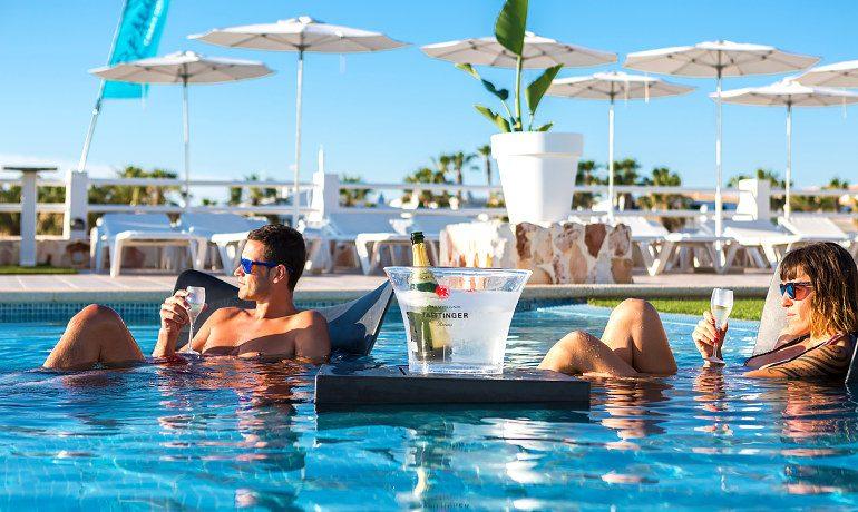 Casas del Lago Hotel pool champagne