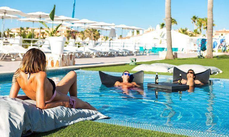 Casas del Lago Hotel pool chill out
