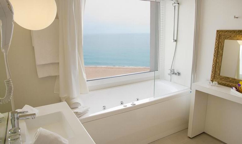 ALEGRIA Mar Mediterrania bathroom