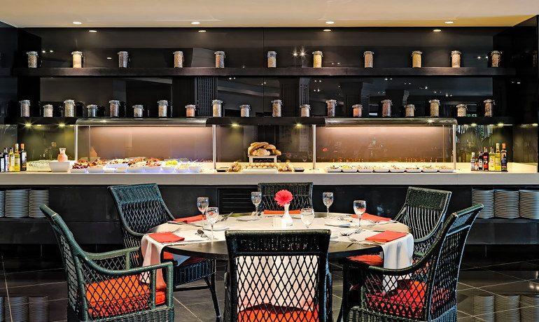 H10 Andalucía Plaza hotel Cordoba buffet restaurant