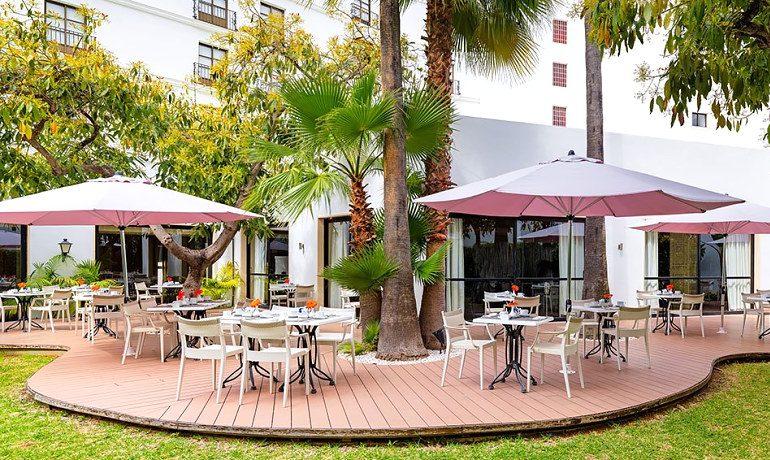 H10 Andalucía Plaza hotel cordoba buffet restaurant terrace
