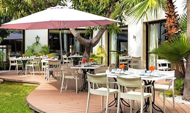 H10 Andalucía Plaza hotel cordoba restaurant terrace