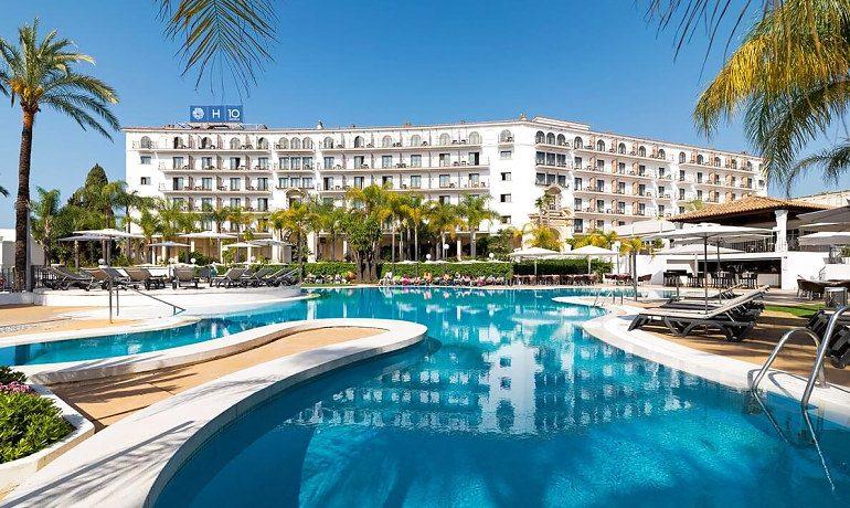 H10 Andalucía Plaza hotel pool