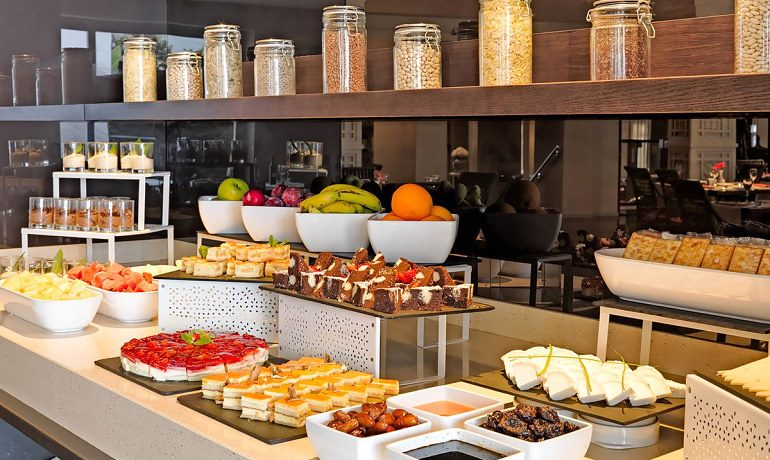 H10 Andalucía Plaza hotel restaurant desserts