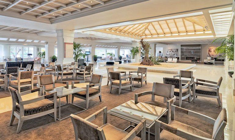 H10 Andalucía Plaza hotel Toledo bar area