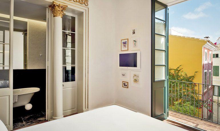 Can Faustino room balcony