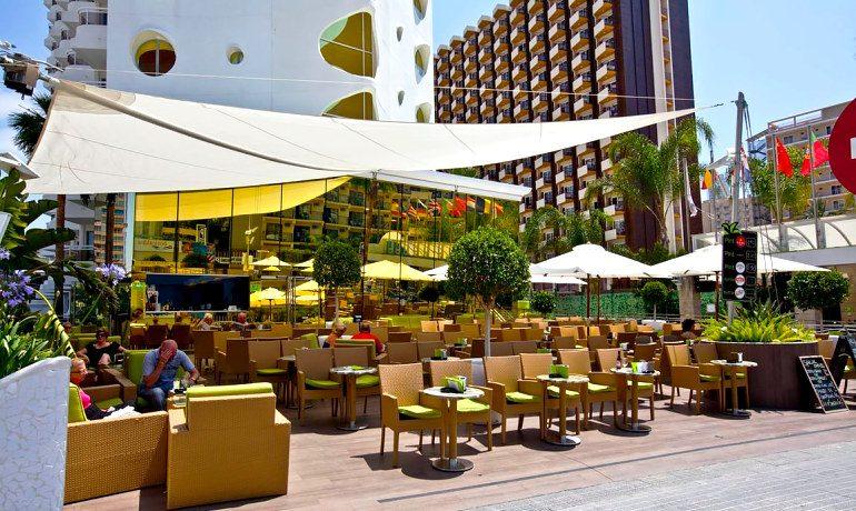 Riviera Beachotel Benidorm music lounge terrace