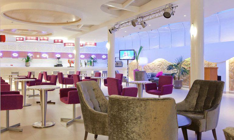 Riviera Beachotel bar