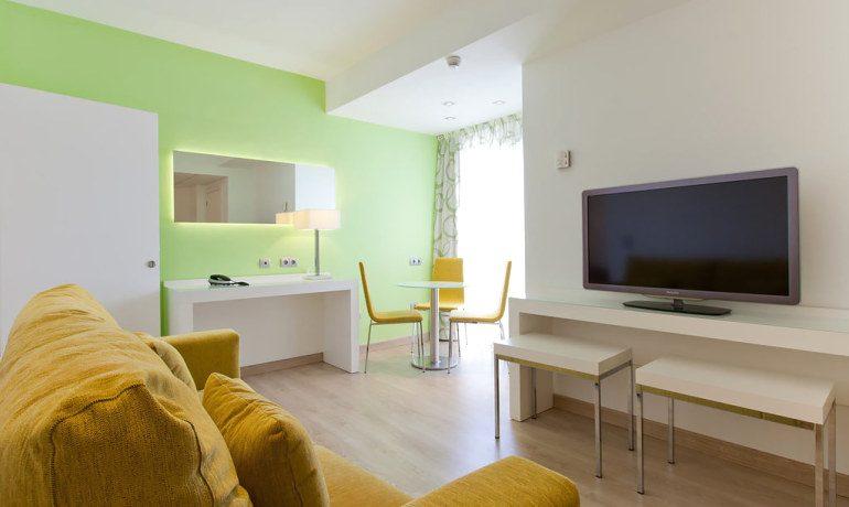 Riviera Beachotel junior suite lounge area