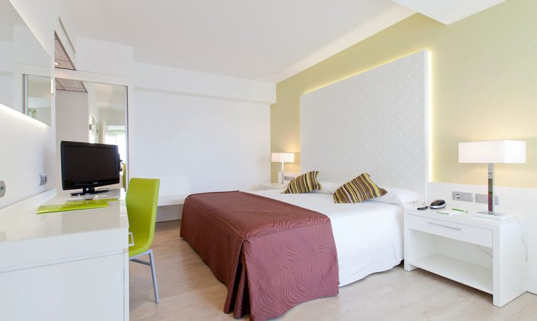 Riviera Beachotel junior suite room