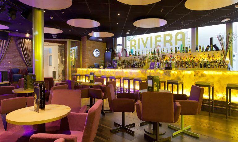 Riviera Beachotel music lounge