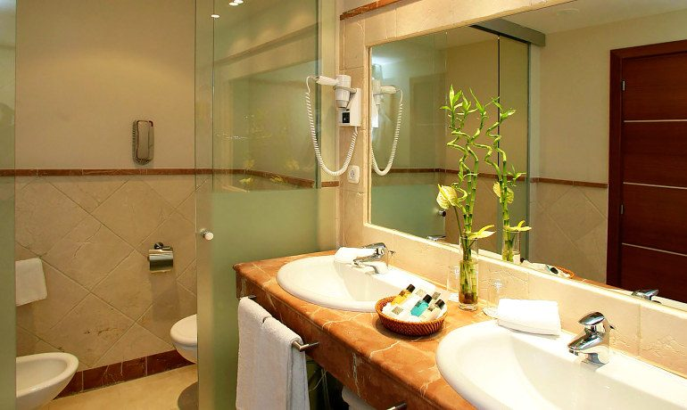 Senator Banus Spa Hotel suite bathroom