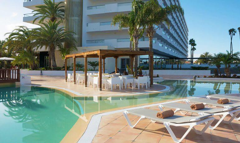 SENTIDO Gran Canaria Princess pool sunbeds
