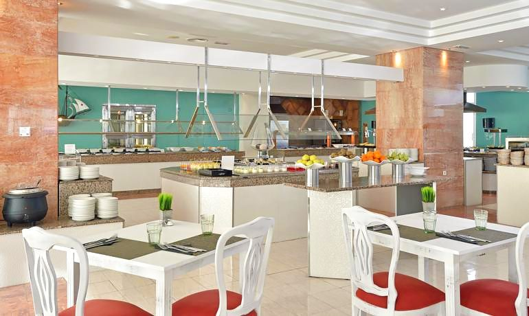 Sol Beach House Menorca buffet restaurant