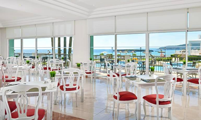 Sol Beach House Menorca buffet restaurant tables
