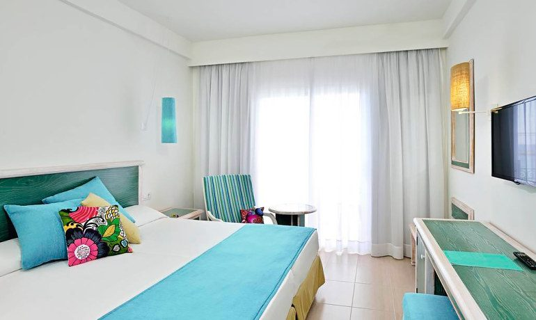 Sol Beach House Menorca room