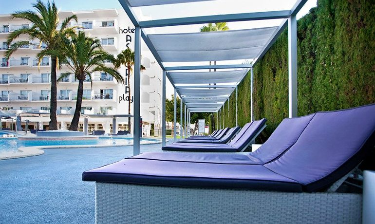 Hotel Astoria Playa top sunbeds