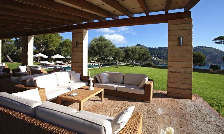 Can Simoneta hotel lounge area