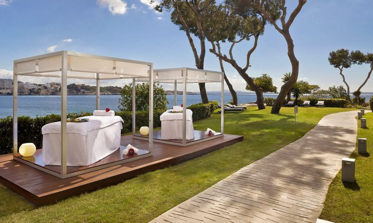 Gran Melia de Mar outdoor massage