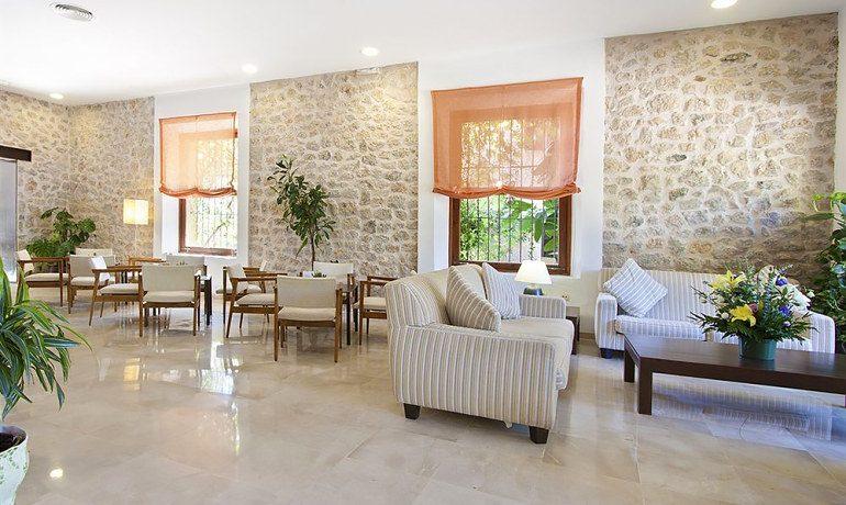 Hoposa Costa D'Or lobby area