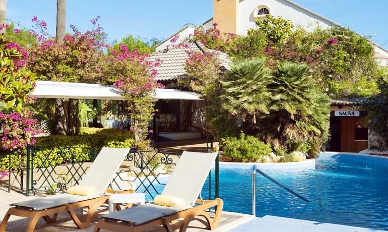 La Moraleja Boutique Hotel pool area