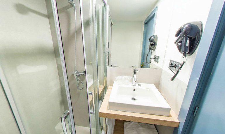 Hotel RD Costa Portals double room bathroom