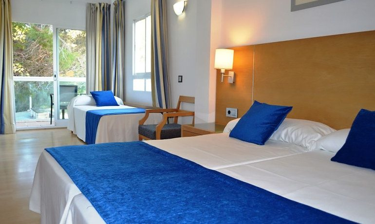 Hotel RD Costa Portals double room with extra bed