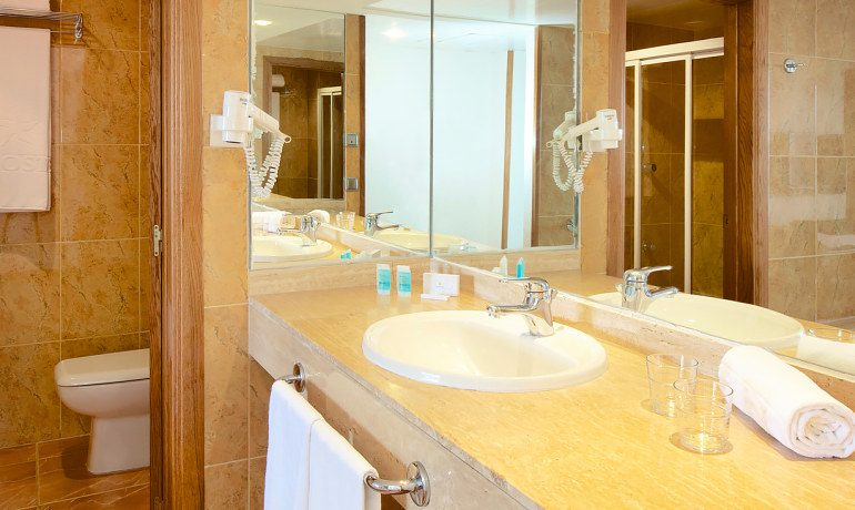 Iberostar Suites Hotel Jardín del Sol bathroom