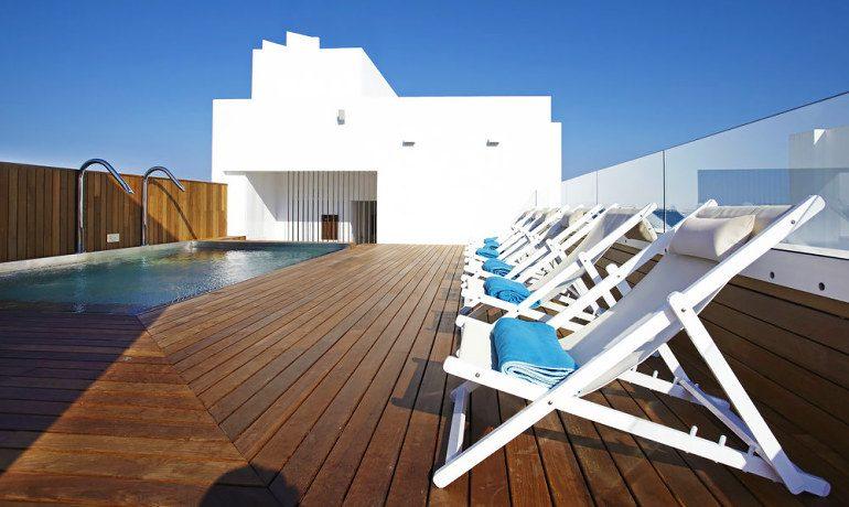 La Goleta Hotel de Mar sunbeds