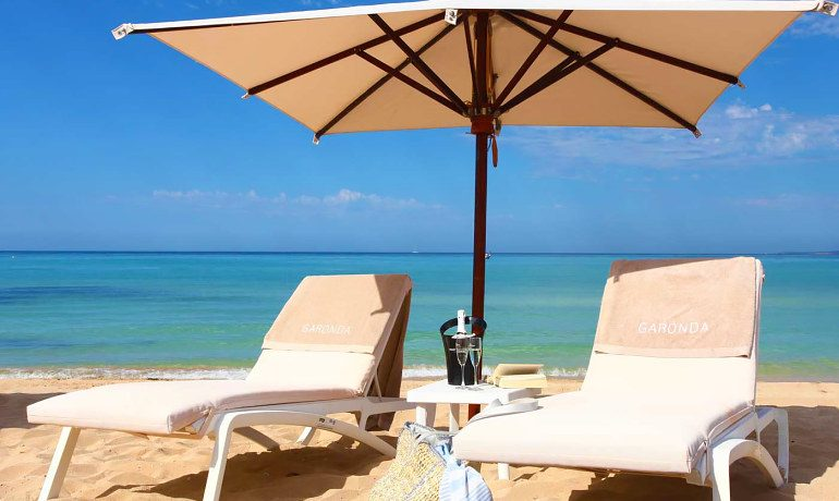 Pure Salt Garonda beach sunbeds