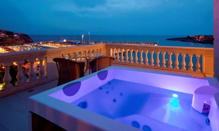 Pure Salt Port Adriano junior suite with jacuzzi
