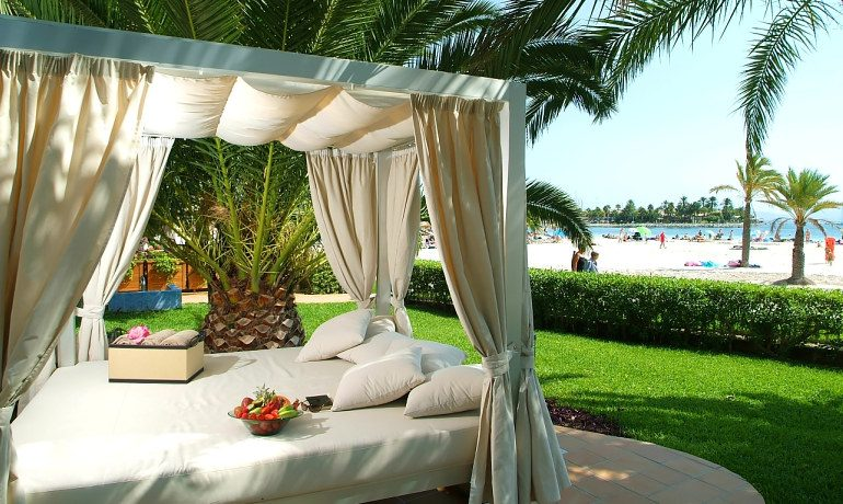 Vanity Hotel Golf balinese beds chill out zone