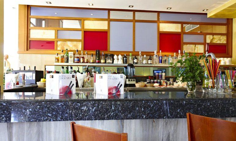 Vanity Hotel Golf bar bluemoon