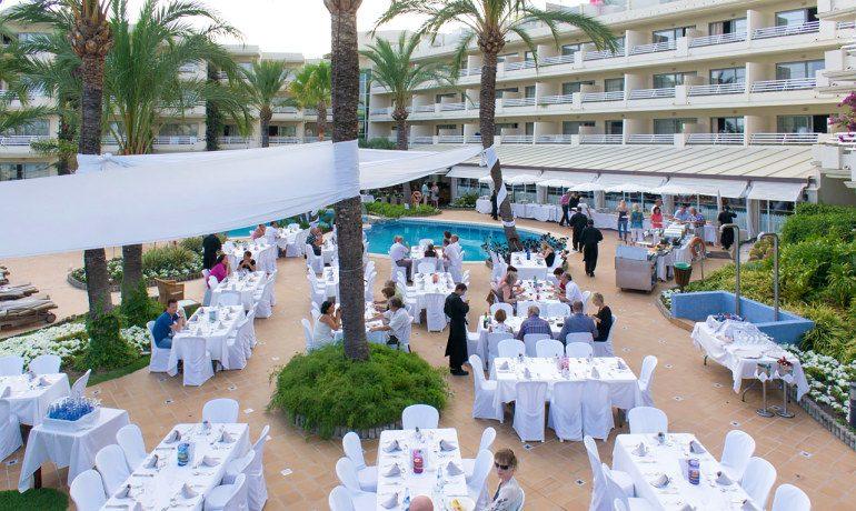 Vanity Hotel Golf outdoor dinner