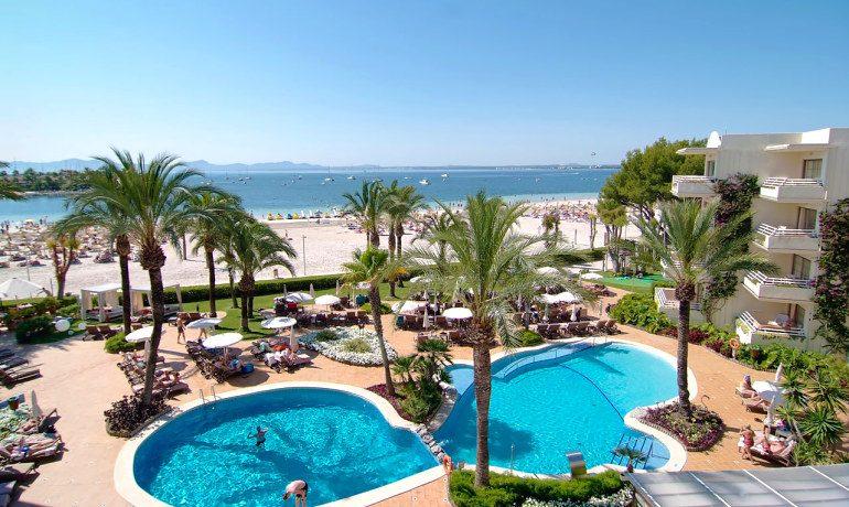 Vanity Hotel Golf pool and beach view