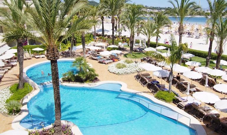 Vanity Hotel Golf pool area