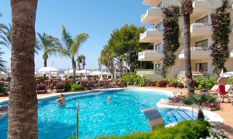 Vanity Hotel Golf pool view