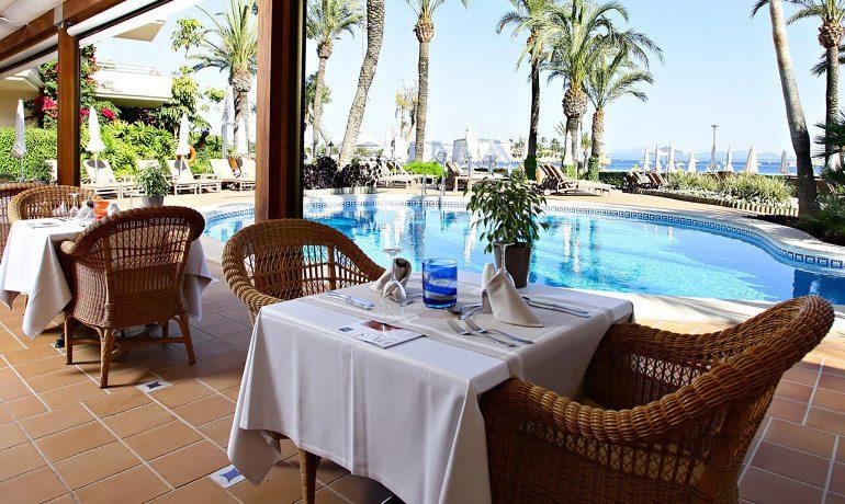 Vanity Hotel Golf restaurant terrace