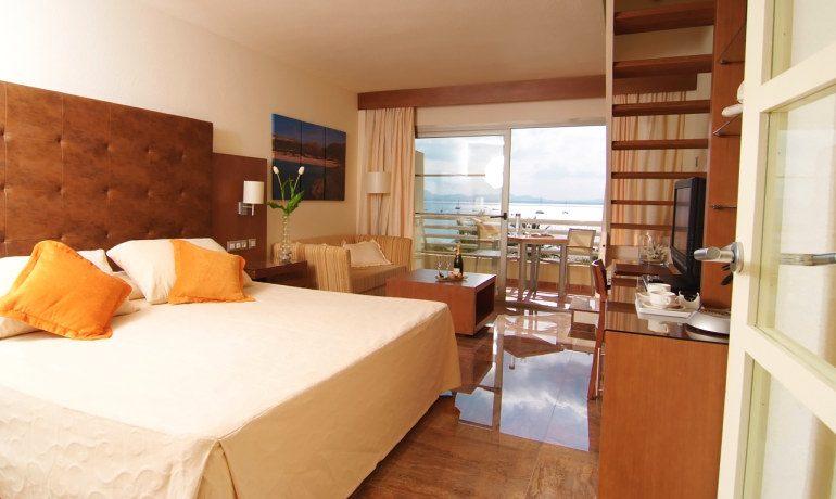 Vanity Hotel Golf royal terrace room