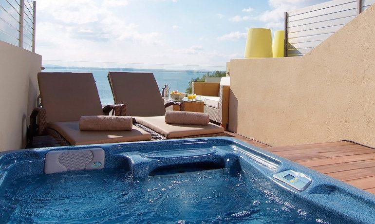 Vanity Hotel Golf royal terrace room jacuzzi