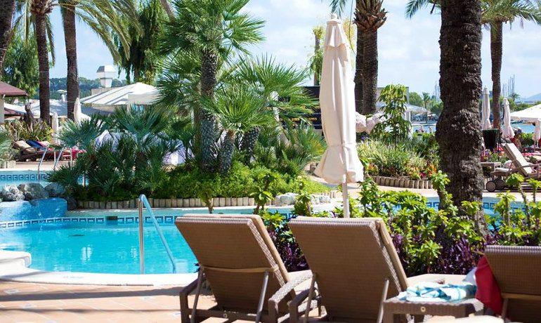 Hard Rock Hotel Pattaya sunbeds