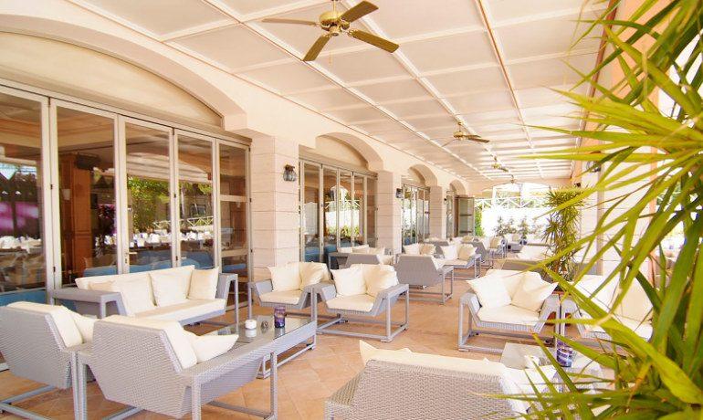 Vanity Hotel Suite & Spa blue moon lounge bar