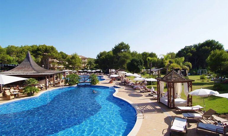 Vanity Hotel Suite & Spa pool
