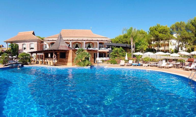 Vanity Hotel Suite & Spa pool view
