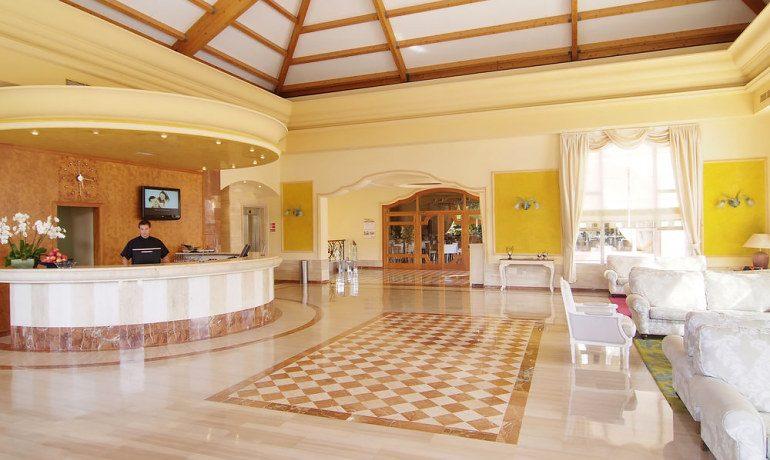 Vanity Hotel Suite & Spa reception