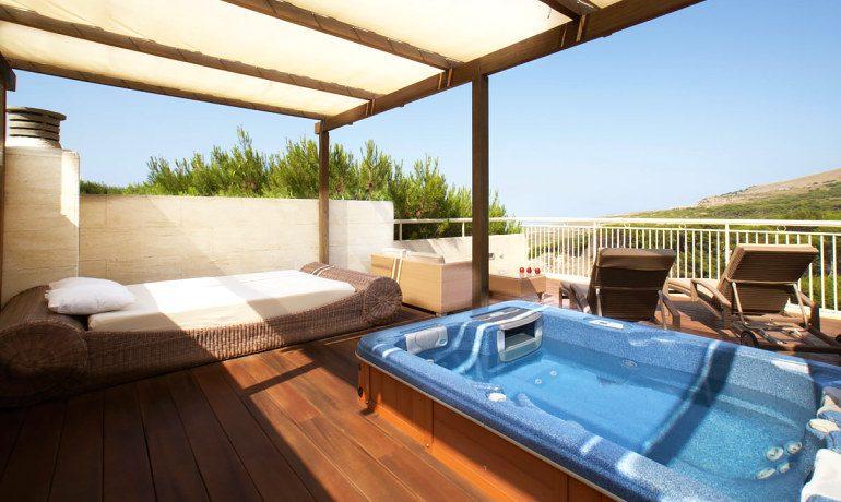 Vanity Hotel Suite & Spa royal terrace jacuzzi